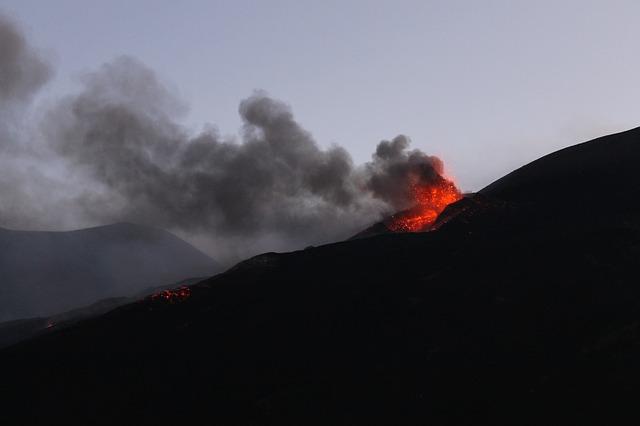 eruption-1838809_640