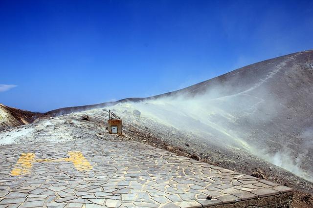 vulcano-373015_640